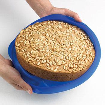 Как вынимать готовый пирог из формы из силикона
