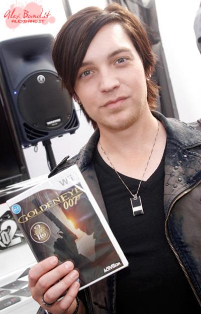 Alex Band темноволосый