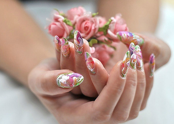 Акриловые нарощенные ногти в салоне